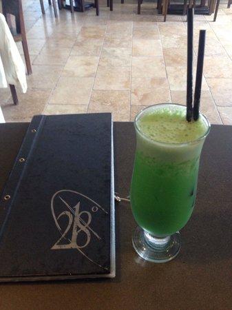 218 Degrees Cafe Restaurant: Lovely cocktail...