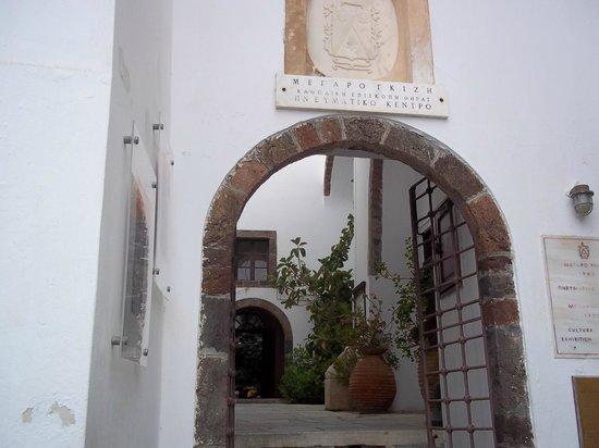Megaro Gyzi Museum : The entrance