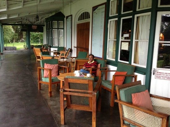 Nuwara Eliya Golf Club : Varrandah is a nice place to have cup of tea & smoke