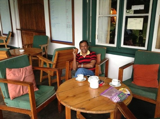 Nuwara Eliya Golf Club : Having a cup of Celon Tea