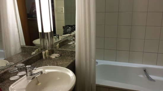 Crowne Plaza Auckland: Bathroom