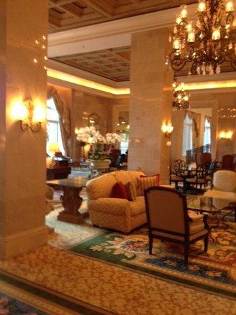 The Ritz-Carlton Orlando, Grande Lakes: Lounge off the foyer