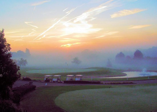 Ufford Park Woodbridge Hotel, Golf & Spa: Idyllic sunrise view across golf course seen from room
