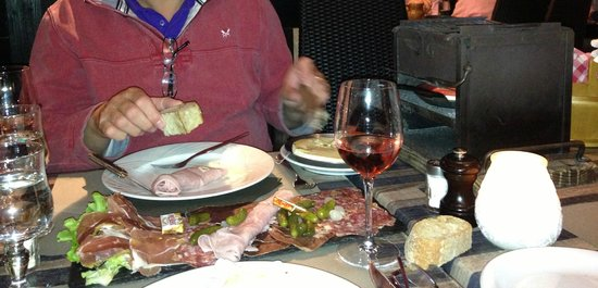 L'Etale: Cold meats with reblouchon cheese