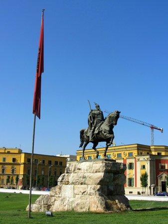 Skanderbeg-Platz: Plaza principal