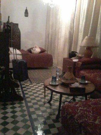 RIAD EL GHALIA : Camera al piano inferiore