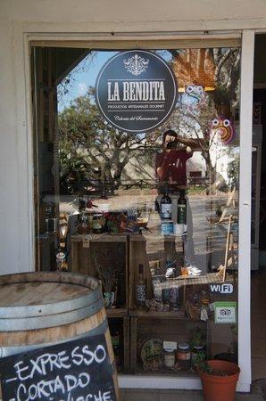 La Bendita Cafe: Fachada...
