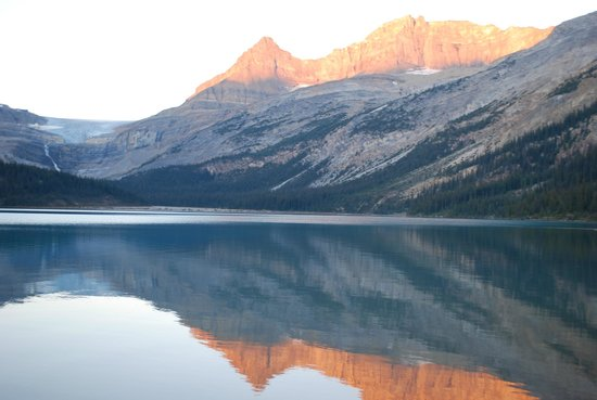 Num-Ti-Jah Lodge: Beautiful Bow Lake