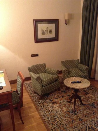 Hernan Cortes Hotel: Salon de la habitación premium