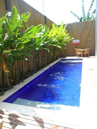 Eazy Inn : Pool