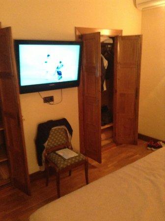 Hernan Cortes Hotel : habitacion con tv de plasma