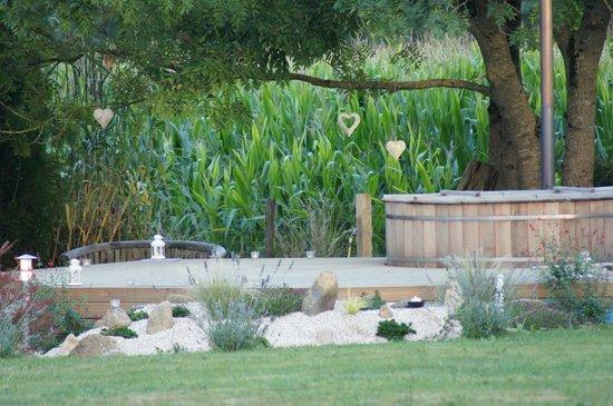 The Barns Dans Les Pyrénées : Hot Tub