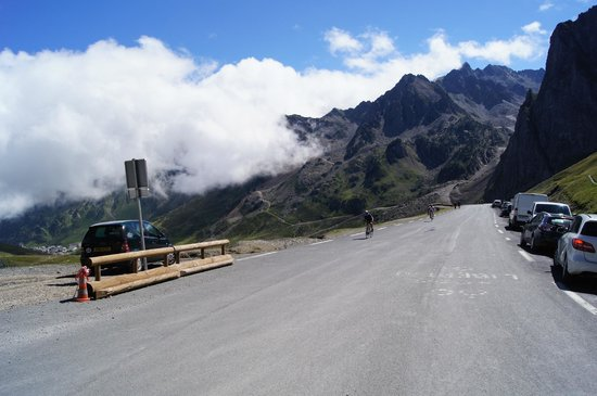The Barns Dans Les Pyrénées : a 20 minute or so drive and you're at the bottom of The Tourmalet. Bring your bike