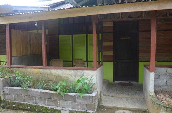 Bambu River Guesthouse Tangkahan: Outside room
