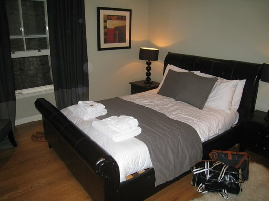 St Giles Apartments : Master Bedroom