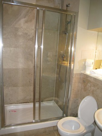 St Giles Apartments : En suite