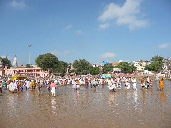 Gaya, India: Pind Daan in Falgu River