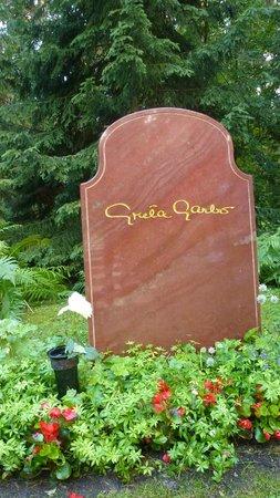 Skogskyrkogården : Greta Garbo grave