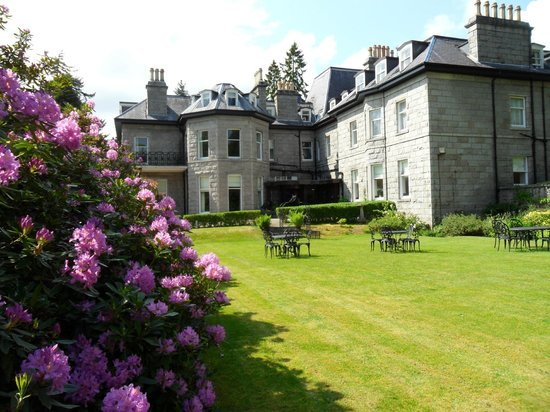 Tor-na-Coille: View of Hotel from lawn