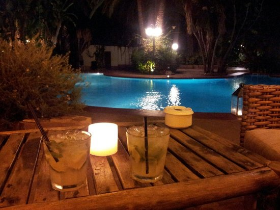 Hotel Huerto Del Cura: Mojitos en zona chill out