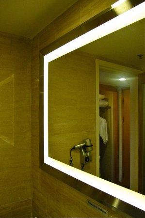 Novotel Singapore Clarke Quay: vanity