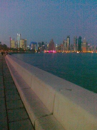 โรงแรมรอยัลกาตาร์: View of Corniche