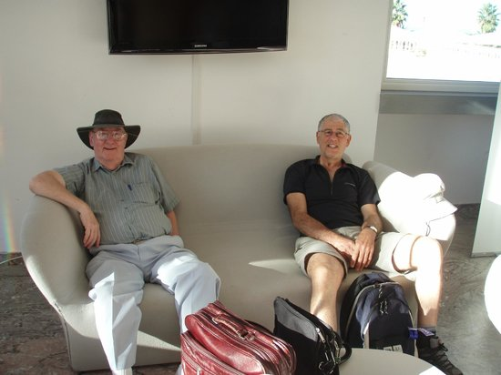 Blu Hotel Kaos : Dad and keith relaxing in the bar area next to reception