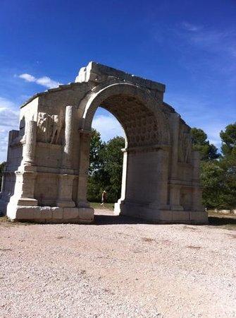Site archéologique de Glanum : roman arch near St Remy de Provene