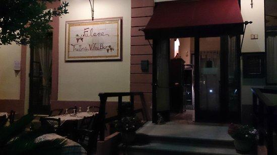 Fulana : Ingresso del ristorante