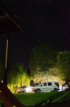 BIG4 Wye River Holiday Park: Our Camping Powered-Site at Night