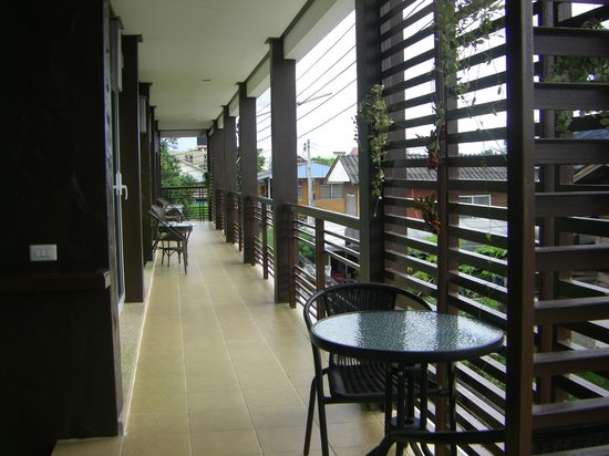 Baanbaramee Guesthouse: Terrasse