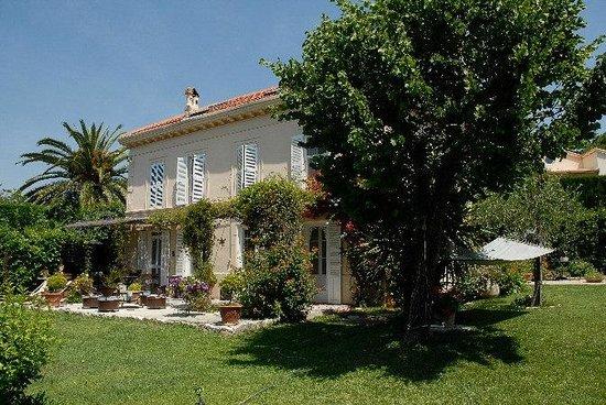 La Maison du Tamisier : La villa et son jardin