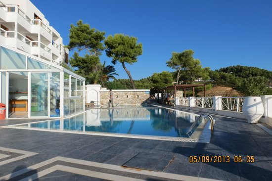 Cape Kanapitsa Hotel & Suites: Hotel swimming pool