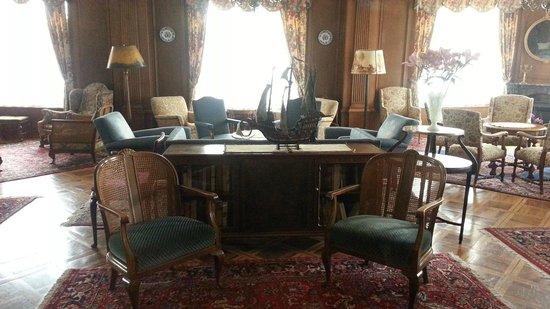 Hotel Bellevue des Alpes: Sitting Room/Lounge    - Bellevue des Aples