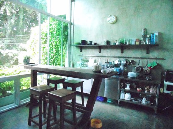 Qi 68 : The kitchen in the lobby area