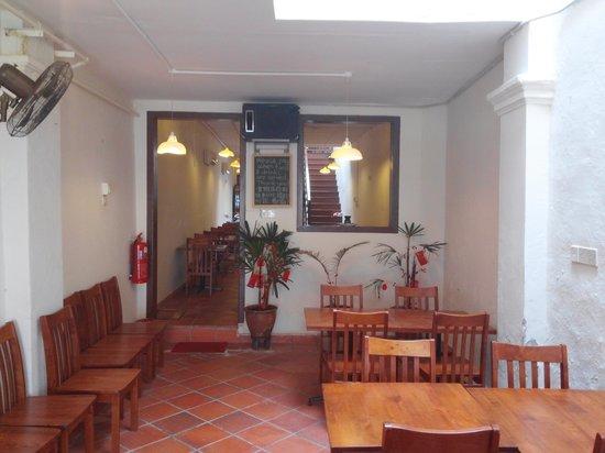 Lao San Cafe: inside