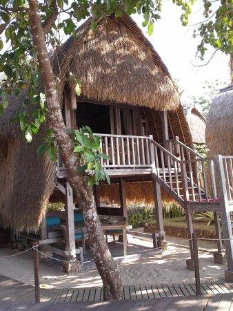 Hai Tide Beach Resort: the HUT!