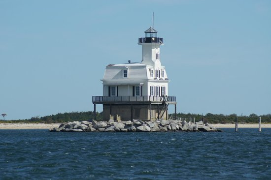 Heron Suites : A nearby lighthouse between Greenport and Orient Harbor