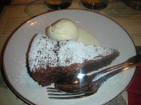 Obica Mozzarella Bar - Brera: Torta caprese con gelato