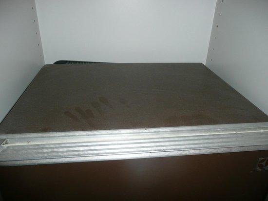 Hotel Bourgoensch Hof : dusty fridge