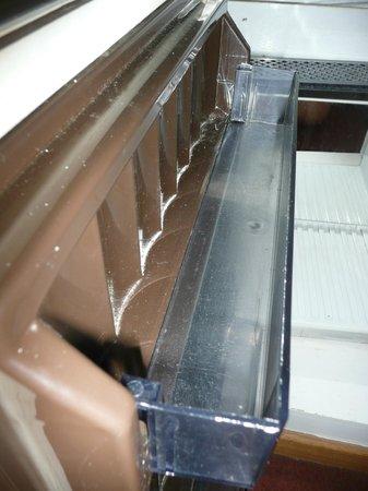 Hotel Bourgoensch Hof : dirty fridge