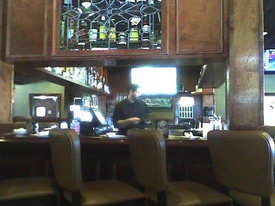 Ruby Tuesdays: Bar & Lounge area