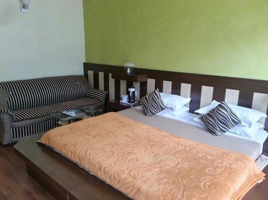 Glacier Resorts: Master bedroom