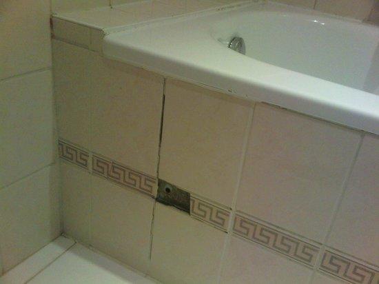 Hotel Residence Le Quinze: il bagno