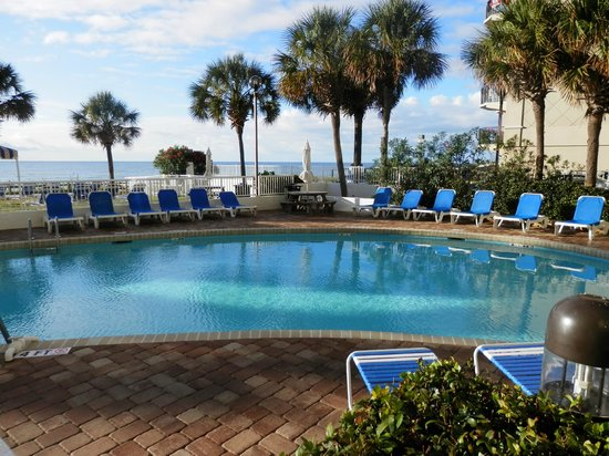The Strand a Boutique Resort: Relaxing oceanfront pool