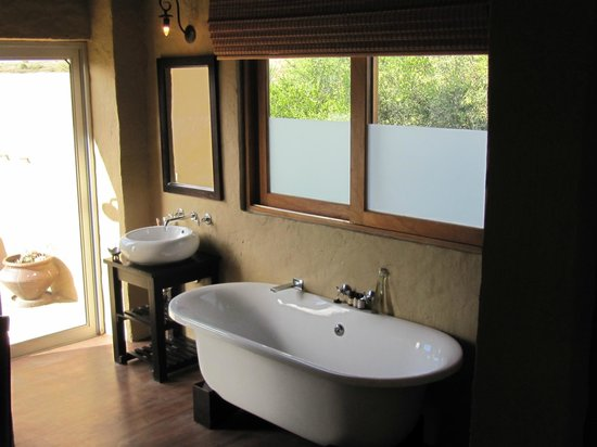 Hlosi Game Lodge: Bathroom