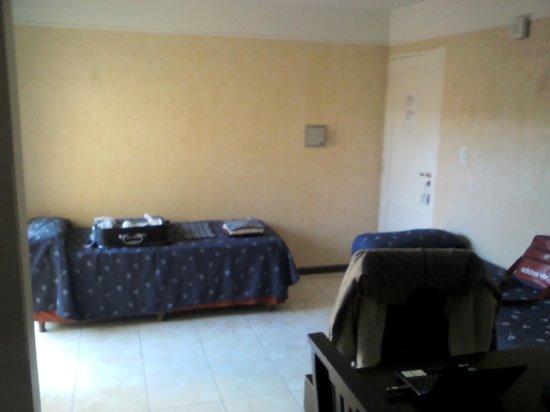 Apart Hotel Mendoza: Sillones/camitas en la entrada