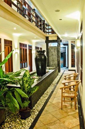 Kuta EcoStay Guest House : Atrium