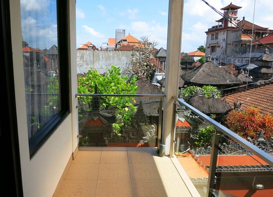 Kuta EcoStay Guest House : View over the heart of Kuta from first floor