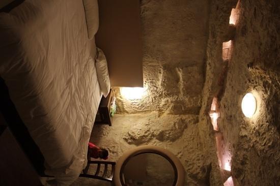 db Seabank Resort + Spa: caverna suite bedroom